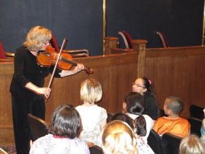 violinist with kids